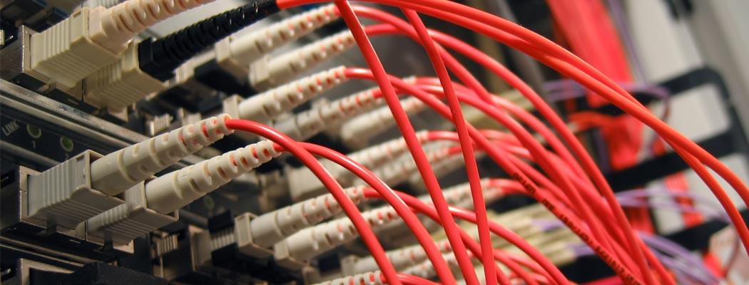 Cableado de redes de fibra óptica y redes estructuradas